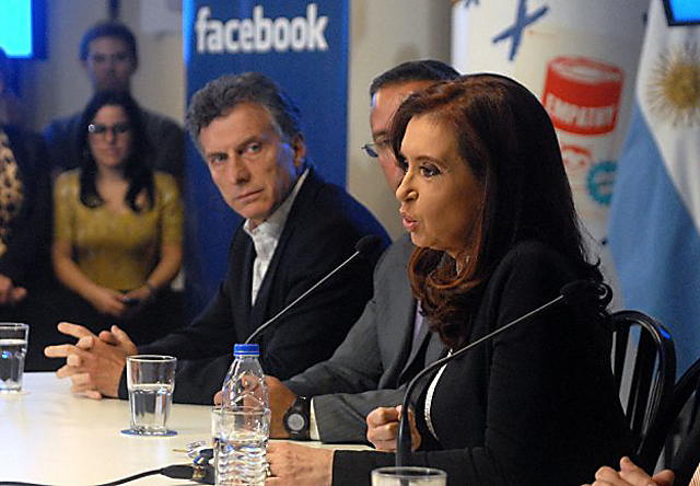 Cristina Kirchner junto a Mauricio Macri en las oficinas de Facebook en Argentina - Foto: Infobae