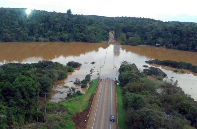 Se agrava la situación por la crecida histórica del Paraná: abren Yacyretá