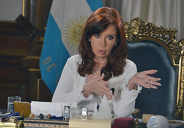Cristina busca reabrir el canje a los bonistas y pagarles en la Argentina