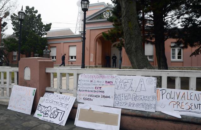 Afiliados y dirigente de ATE se concentraron frente a Casa de Gobierno