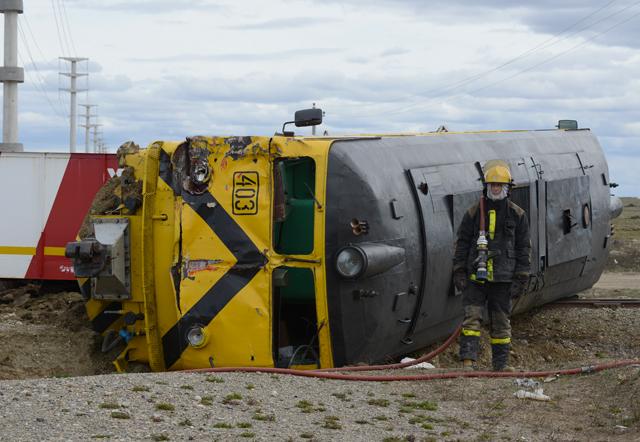 Accidente ferroviario en Río Gallegos una formación de YCRT embistió a un camión de transporte – Foto: OPI Santa Cruz/Francisco Muñoz