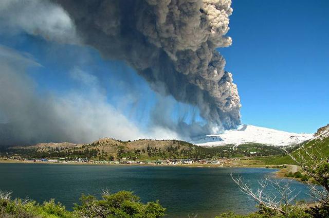 El Volcán Copahue vuelve  a amenazar la tranquilidad ambiental de la región