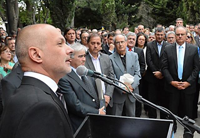 En el cumpleaños de Comodoro Rivadavia Martín Buzzi anunció su reelección y se olvidó de los fundadores