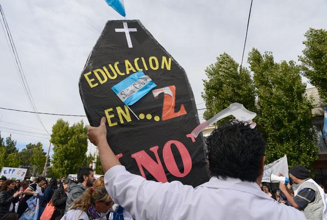 """Gremios estatales """"no oficialistas"""" de Santa Cruz, de paro y movilización"""