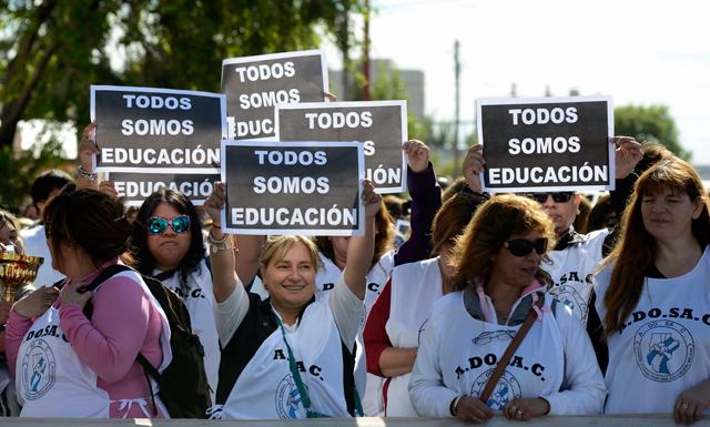 Oferta del Ejecutivo a los docentes: 21% en cuatro cuotas - Foto: OPI Santa Cruz/Francisco Muñoz