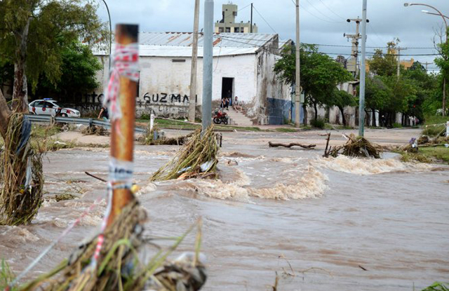 Desesperada situación en Córdoba: el temporal no da tregua y los diques están desbordados