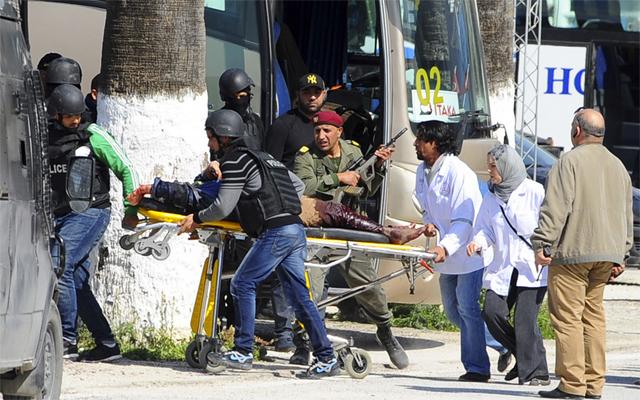Los turistas extranjeros, otra vez blanco del terror: 19 muertos en Túnez