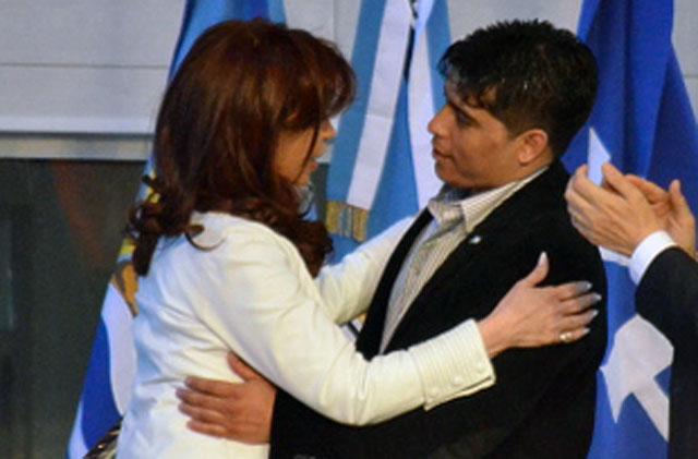 De abrazar a la presidenta, a actuar en banda -