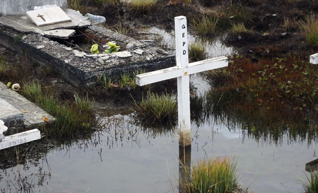 Gran parte del cementerio de El Calafate bajo el agua – Foto: OPI Santa Cruz