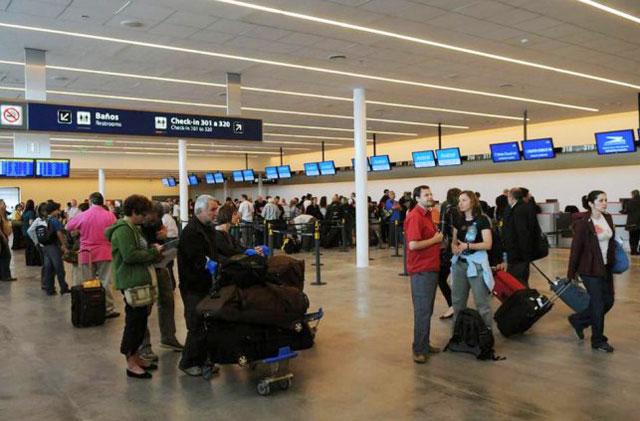 Demoras y reprogramaciones en Aeroparque por un conflicto gremial