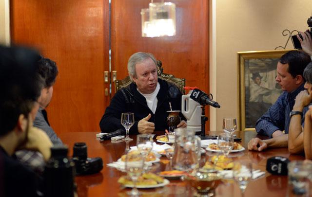 Peralta en conferencia de prensa abierta negó que se pueda sentar a hablar con la oposición