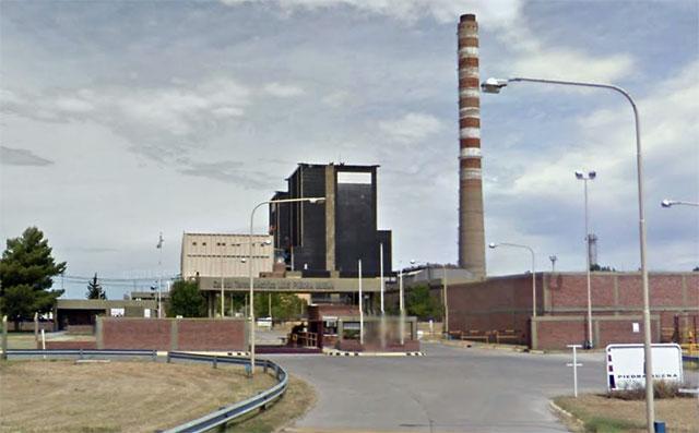 La usina Piedra Buena de Bahía Blanca, usa gas, porque ya se habían equivocado pensando en el carbón de Río Turbio - Foto: Google Street View