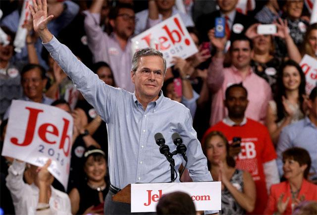 Otra vez en carrera: los Clinton y los Bush ya compiten por la Casa Blanca