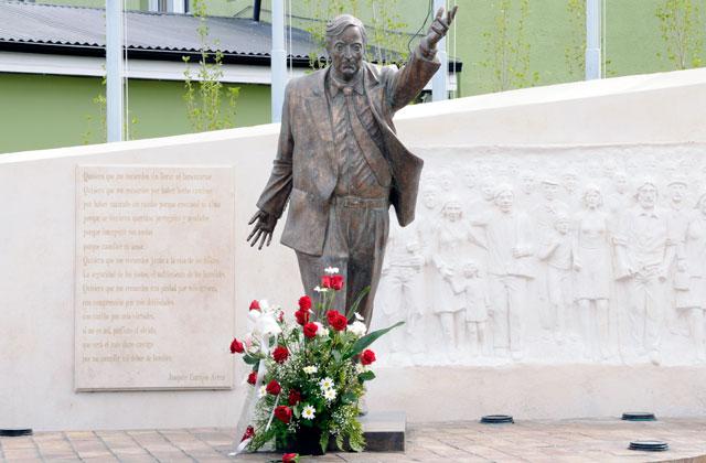 El monumento de Néstor Kirchner en el centro Comunitario del Carmén - Foto: OPI Santa Cruz/Francisco Muñoz
