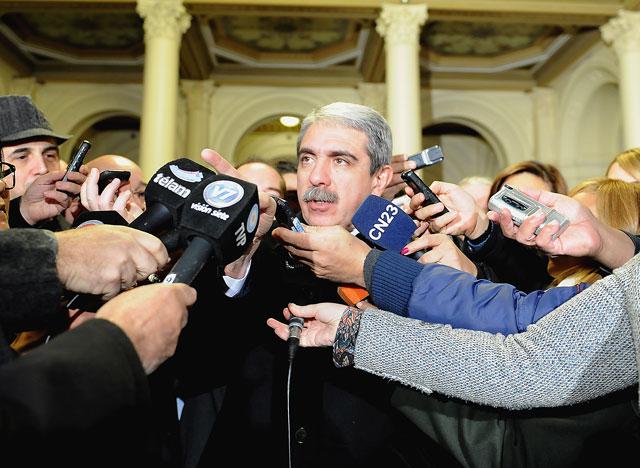 """Aníbal F. dijo que la idea de una eventual renuncia de Scioli lo deja """"mal parado"""" a Máximo"""
