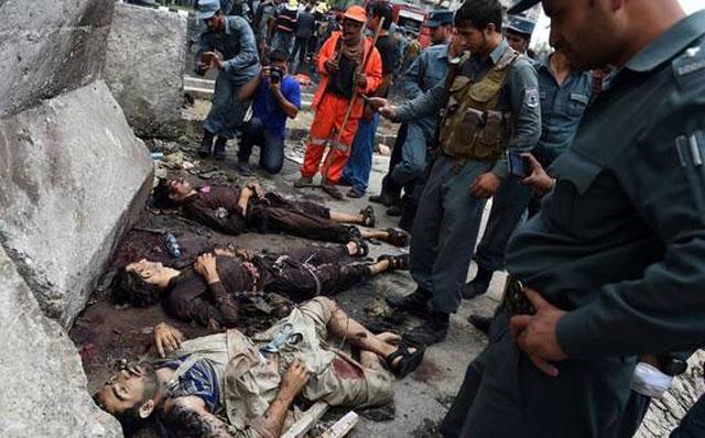 Baño de sangre y asalto al Parlamento afgano
