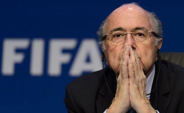 Blatter, el final,presionado, dejará la FIFA; se abre una sucesión compleja