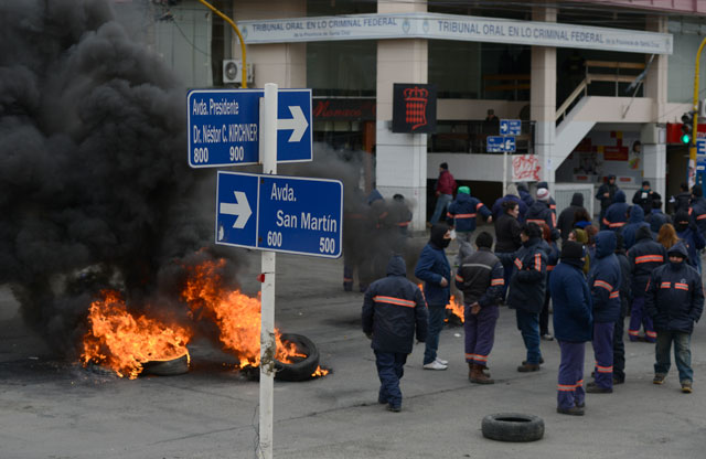 El reclamo de los empleados municipales en Río Gallegos – Foto: OPI Santa Cruz/Francisco Muñoz