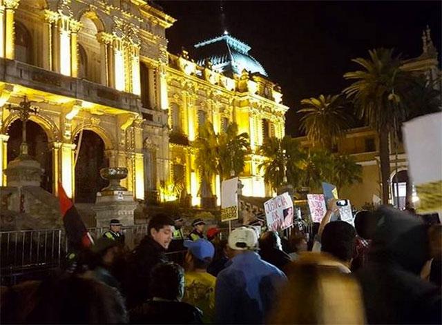 Los tucumanos volvieron a marchar y denunciaron la represión de la Policía