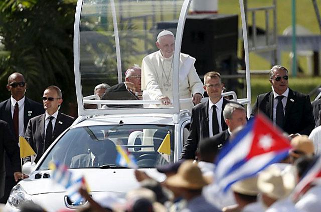 """El papa Francisco en su última misa en Cuba: """"Nuestra revolución pasa por la ternura"""""""