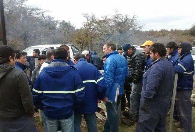 """Trabajadores de YCRT desalojaron a la empresa JISA SA y a José """"pato"""" Ivovich del yacimiento"""