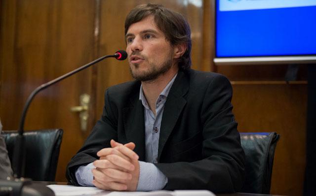 El packaging, bajo el control de Augusto Costa: las empresas deberán pedir permiso para publicar ofertas