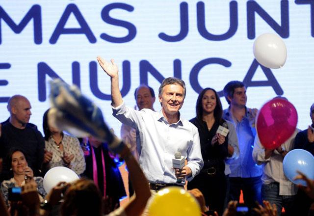 Una gran elección de Macri golpeó al oficialismo y forzó el ballottage