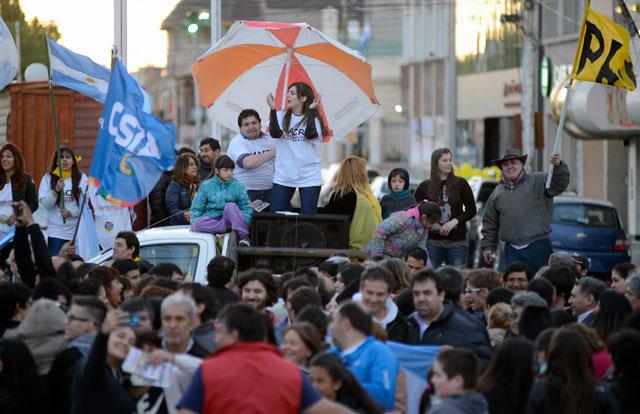Los festejos del triunfo de Mauricio Macri en Río Gallegos, la capital de Santa Cruz – Foto: OPI Santa Cruz/Francisco Muñoz