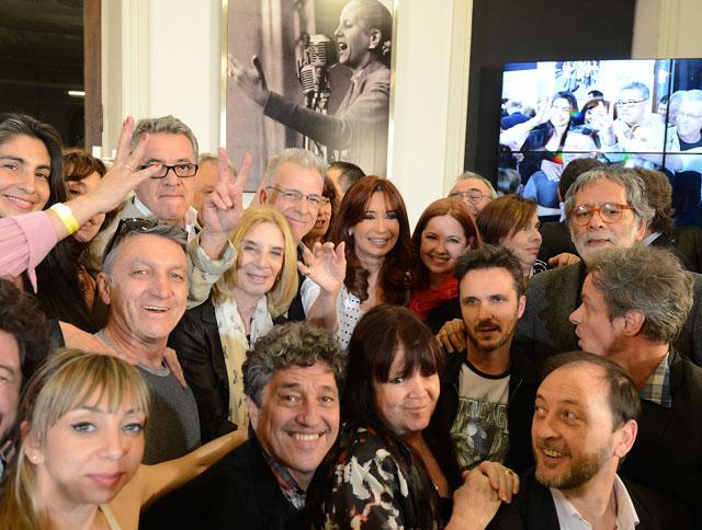 A días de dejar el poder CFK aumentó 330% la producción del IncaaTV. Se explica la desesperación de Echarri y artistas K