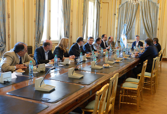 Macri y Lorenzetti acordaron postergar la jura de los jueces