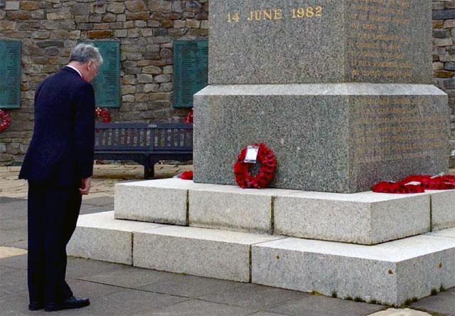"""El ministro de Defensa británico visitó las Islas Malvinas y pidió """"aprovechar la oportunidad"""" con Argentina"""