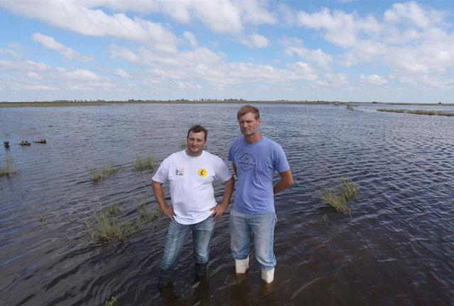 Tambos y fábricas bajo el agua por la inundación de los campos cordobeses