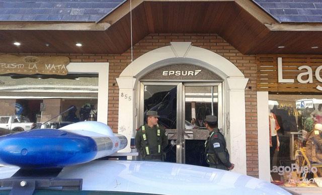 Trece propiedades de Báez allanadas y destrucción de puertas en Epsur