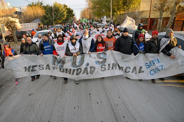 Santa Cruz en llamas. Detenida por paros, sitiada por protestas y sin un gobierno presente en los problemas