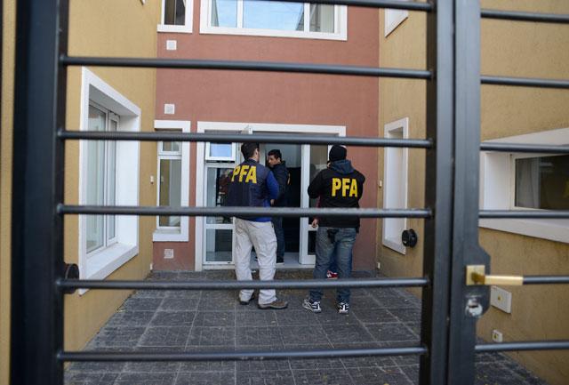 Finalizaron los allanamientos en Río Gallegos – Foto: OPI Santa Cruz/Francisco Muñoz