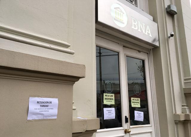 Protesta en Banco Nación por despido de gerente y tesorero vinculados a la causa de Lázaro Báez