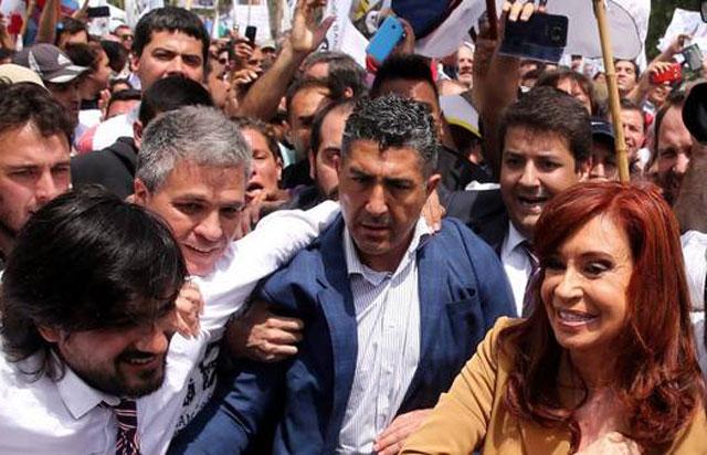 Cristina Kirchner negó sus vínculos con Lázaro Báez en una indagatoria cargada de tensión