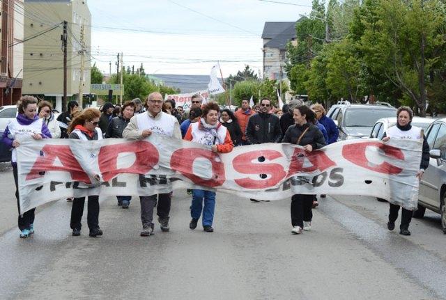 """Docentes de paro se manifestaron en la provincia. Otros sectores con """"retención de servicios"""""""