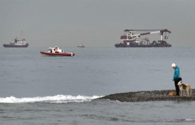 Encuentran y rescatan la caja negra del avión ruso caído en el Mar Negro