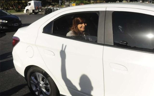 Cristina Kirchner pasó por Comodoro Py y dejó un escrito para defenderse
