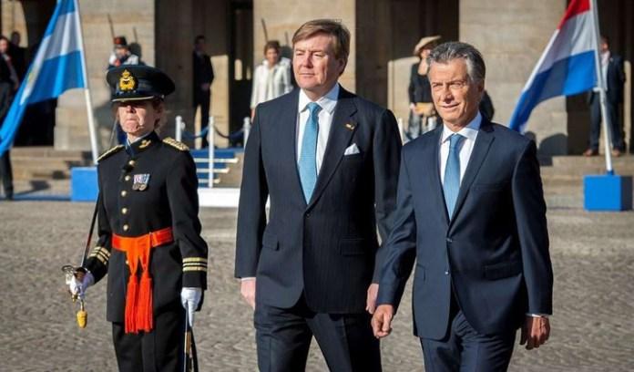 Mauricio Macri en Holanda: los reyes le dieron la bienvenida y junto a Máxima y Juliana Awada, recorrieron la casa de Ana Frank