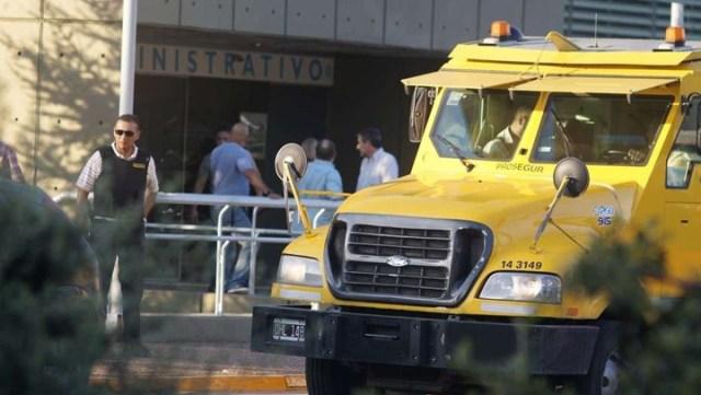 Tiros y un botín de $ 2.000.000 en el audaz asalto a un blindado en el Mercado Central