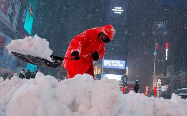 """Nueva York amaneció cubierta de nieve: la tormenta """"Stella"""" golpea con fuerza el noreste de Estados Unidos"""