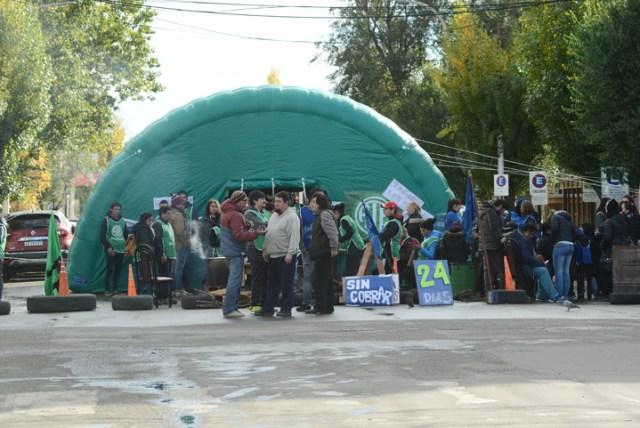 Gremios instalaron una carpa en pleno centro de Río Gallegos