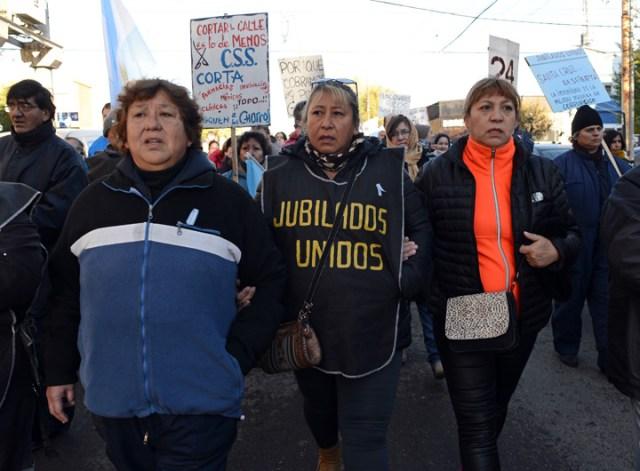 Marcha de repudio a Ivovich que recibió la visita solidaria de altos funcionarios del gobierno - Foto: OPI Santa Cruz