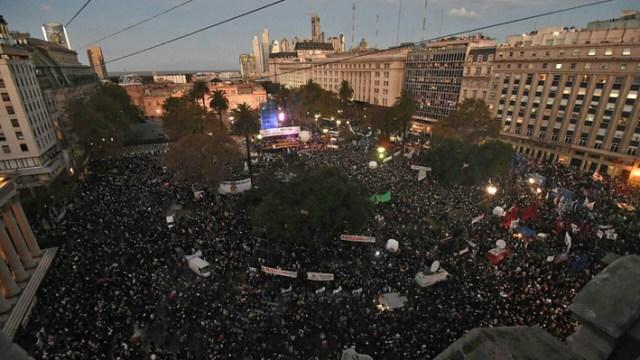 """Masiva marcha en contra del """"dos por uno"""" y duras críticas a la Corte Suprema"""