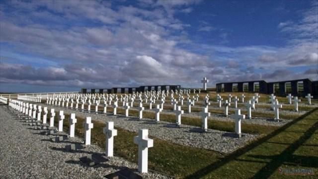 Comenzarán a exhumar este mes los cuerpos de los caídos en Malvinas