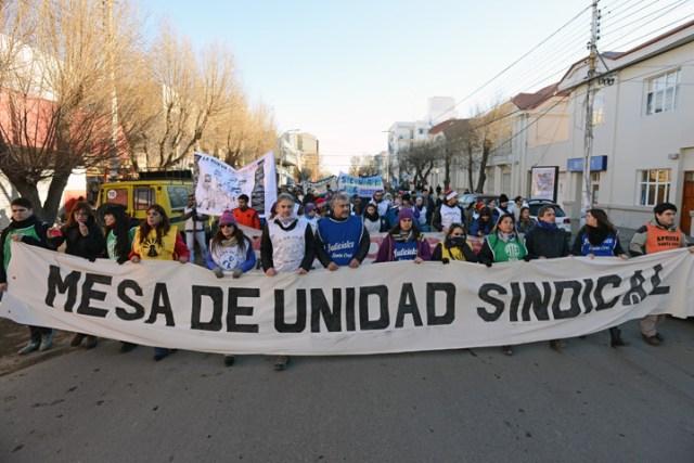 Masiva marcha y paro provincial en contra de Alicia Kirchner a quien le piden la salida del gobierno