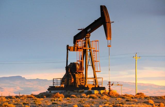 La producción de crudo cayó 6%, mientras sube la oferta de gas y energía renovable