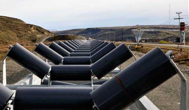 Una cinta transportadora en las afueras de la mina de YCRT – Foto: OPI Santa Cruz/Francisco Muñoz